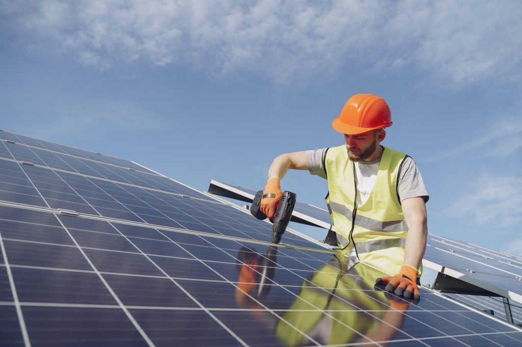 Installing Solar Panels pexels gustavo fring 4254165